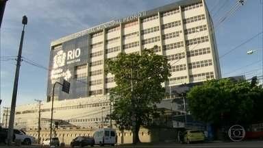 Pacientes reclamam de falta de limpeza e ar condicionado quebrado no Hospital Pedro II - No Hospital Municipal Pedro II, em Santa Cruz, além da demora no atendimento, os pacientes reclamam de sujeira e do calor.