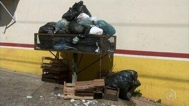Greve dos funcionários da limpeza e coletores de lixo em Itupeva entra no segundo dia - Esta terça-feira é o segundo dia de greve dos funcionários da limpeza e dos coletores de lixo de Itupeva. Mais de 100 trabalhadores permaneceram em frente à empresa. Eles disseram que ainda não receberam o salário que era pra ter caído na conta, na sexta-feira passada.