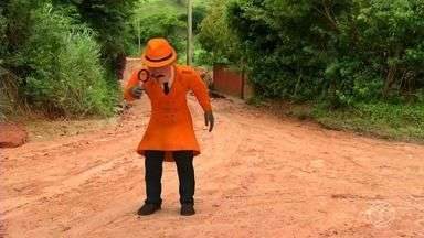 Zé do Bairro visita moradores de Paty do Alferes, RJ - É a segunda vez que inspetor das comunidades visita local; moradores pedem ajuda para conseguir asfaltamento das ruas.