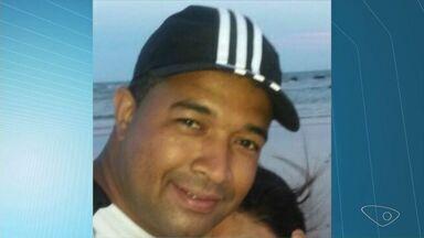 Corpo de homem que sumiu no mar para salvar filho é achado no ES - Robert Alves Cerillo estava com as crianças na Praia Formosa, em Aracruz.Perícia da Polícia Civil foi acionada e o corpo vai ser enviado para o IML