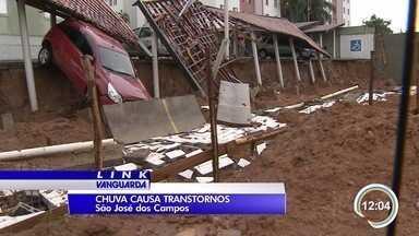 Chuva causa transtornos em São José dos Campos - Cidade registrou vários problemas por causa da chuva.