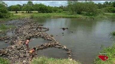 Governo do ES restringe captação de água e quer retomar rodízio - Segundo o Incaper, não chove na Grande Vitória há mais de 20 dias.Vazões dos rios voltaram a atingir níveis críticos.