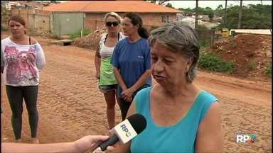 Tá faltando asfalto: Comunidade reclama das obras paradas - Em algumas vilas as obras de asfalto só começaram