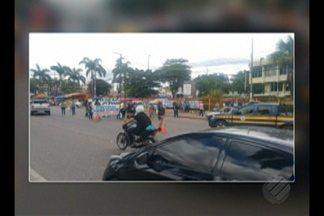 Manifestantes fecham parcialmente a rodovia BR-316 nesta quinta (12) - Professores aprovados em concurso público realizado pela Prefeitura de Ananindeua em 2015 e que até agora não foram chamados