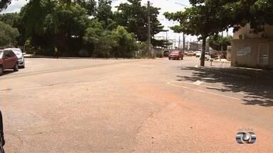 Motoristas reclamam de falta de sinalização em ruas do Setor Universitário, em Goiânia - Moradores relatam vários acidentes em um cruzamento do bairro.