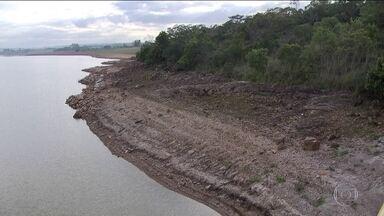 Seca leva DF a sofrer primeiro racionamento de água - Racionamento atingirá área abastecida pela barragem do Descoberto. Quase dois milhões de pessoas serão atingidas a partir de segunda (16).