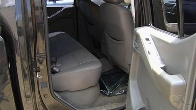 Carro é furtado dentro de estacionamento de supermercado em Goiânia - Dono do veículo encontrou carro com vidros quebrados e sem itens que estavam dentro.