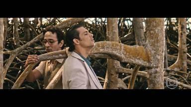 Dois Irmãos - Sétimo episódio na íntegra - Yaqub visita a família em Manaus e Nael desconfia da intimidade entre ele e Domingas. Mestre Laval é agredido e preso por militares, deixando Omar sem chão.