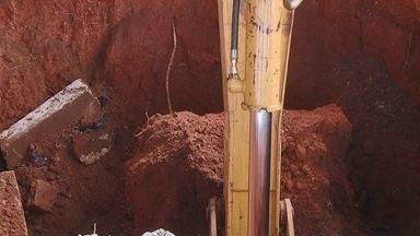 Novacap verifica denúncia de buraco com três metros de profundidade na L2 Sul - Novacap verifica denúncia de buraco com três metros de profundidade na pista de L2 Sul.