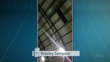 Moradores reclamam que chove dentro de centros esportivos de Maringá - Veja outros vídeos do temporal de ontem