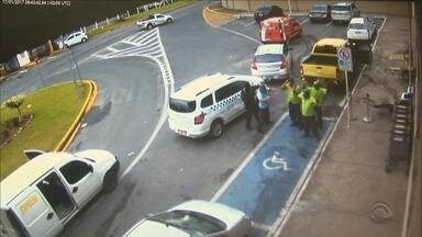 Duas mulheres morrem em acidente e carro-forte é assaltado no Vale do Itajaí - Duas mulheres morrem em acidente e carro-forte é assaltado no Vale do Itajaí