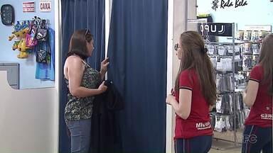Lojas estão movimentadas com encomendas de uniforme escolar - Pais que deixarem para última hora vão receber pedido com atraso