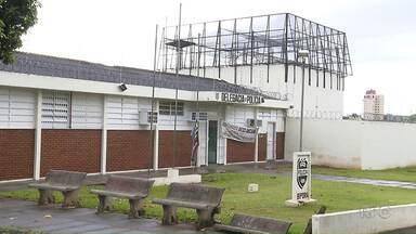 Esquadrão antibombas chega a Ibiporã no começo da tarde - O esquadrão de Curitiba vem para pegar a dinamite encontrada, na tarde de segunda-feira, na cadeia de Ibiporã.