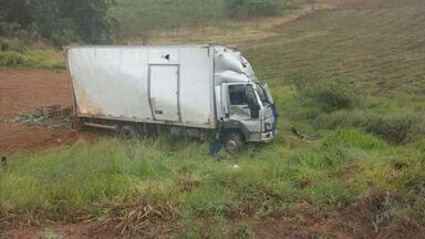 Chuva pode ter sido causa de acidente que matou ocupante de caminhão em Toledo (MG) - Chuva pode ter sido causa de acidente que matou ocupante de caminhão em Toledo (MG)