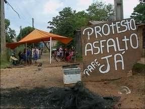 Moradores protestam por asfalto em bairro de Passo Fundo, RS - Rua Niterói, no Bairro Valinhos, não tem previsão de receber a obra