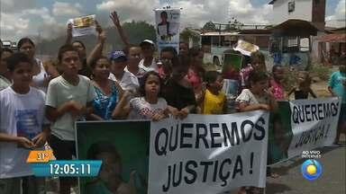 Moradores interditam rodovia e pedem mais segurança no trânsito na Paraíba - A interdição foi no Cajá.