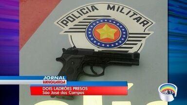 Polícia prende dois assaltantesurante assalto a casa em São José - Crime foi nesta quarta-feira (18).