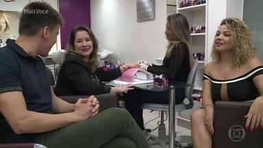Salão de beleza é um dos lugares que as mulheres mais gostam de desabafar - Manicures contribuem para o desabafo das clientes