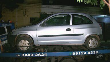 Polícia Militar recupera carro furtado em suposta invasão em Ribeirão Preto - Veículo foi abandonado próximo ao Parque Permanente de Exposições, na zona norte da cidade.