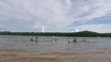 Quadro De Folga na Região mostra uma praia sem mar e de água doce - Porto Rico fica no noroeste do estado.