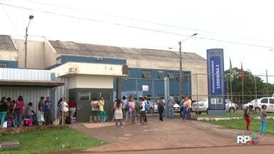 Presos das penitenciárias do Paraná voltam a receber visitas - Em Londrina, hoje de manhã os parentes de presos já puderam visitar e levar alimentos para os presos na PEL 2.