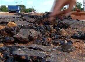 Moradores reclamam da má qualidade do asfalto nas quadras 404 e 406 Norte - Moradores reclamam da má qualidade do asfalto nas quadras 404 e 406 Norte