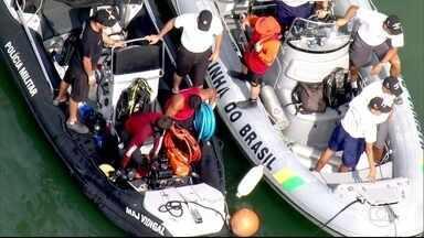 Resgate das cinco vítimas do acidente em Paraty foi até o começo da madrugada - Resgate das cinco vítimas do acidente em Paraty foi até o começo da madrugada.