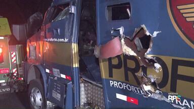 Suspeitos de participaram de assalto a carro forte, na BR-277, em Morretes, foram presos - Com os dois rapazes, a polícia apreendeu revólver, munição, colete a prova de bala, maconha e uma balança de precisão.