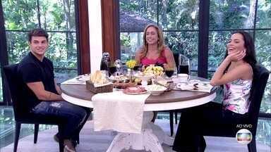Cissa Guimarães conversa com os gêmeos do 'BBB17' - Antônio e Mayla comentam sobre os dias que passaram na casa
