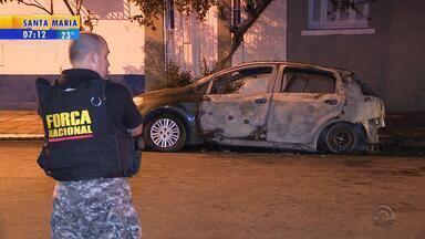 Corpo é encontrado dentro de carro incendiado em Porto Alegre - Caso ocorreu nesta madrugada (1).