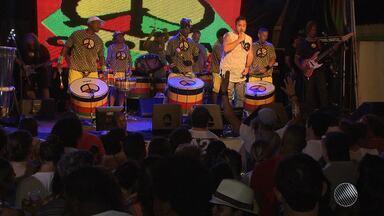 Olodum recebe Gilmelândia em ensaio no Pelourinho - O grupo contagiou o público ao som dos tambores; veja na reportagem.
