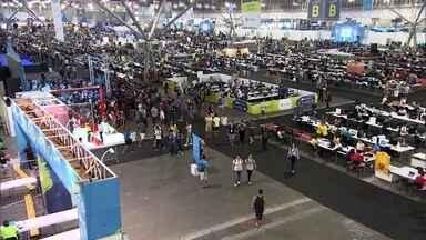 Campus Party reúne universitários e empresários da área de tecnologia - O evento tem workshops, palestras e hackathons durante seis dias. Para não perder nada, mais de oito mil pessoas acampam no local.