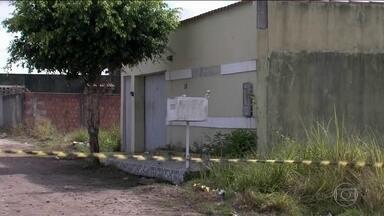 Chacina no sul da Bahia mata oito pessoas, entre elas filhos de policiais - Homens com armamento pesado invadiram uma festa e dispararam. Criminosos vestiam roupas pretas e camufladas, dizem testemunhas.