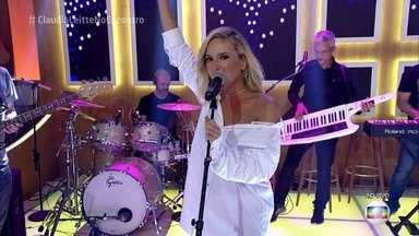 Claudia Leitte canta 'Eu Gosto' - Cantora anima a plateia com sucesso