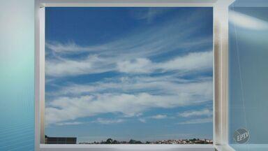 'Na Janela': telespectadora registra céu claro e com nuvens em Valinhos - O registro foi feito na tarde dessa terça-feira (7).