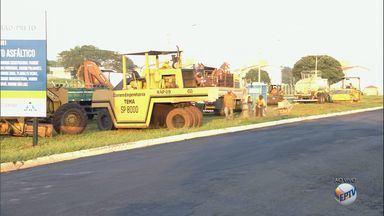 Prefeitura começa recapeamento de ruas e avenidas em Ribeirão Preto, SP - Vias serão interditadas para o trabalho do programa.