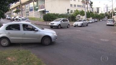 Desrespeito à sinalização de trânsito pode causar acidentes graves e gerar multas - Veja também entrevista com a coordenadora do Núcleo de Educação para o Trânsito do DEER, Rosely Fantoni.