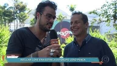 Avellar Love fala sobre participação na novela 'Rock Story' - Ator foi integrande da banda João Penca e Seus Miquinhos Amestrados