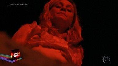 Novelão Avenida Brasil: Carminha enterra Nina viva, mas ela retorna para assombrar a vilã - Carminha fica avorada com o retorno da rival, que prepara uma surpres macabra para a mulher de Tufão
