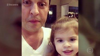 Conheça a pequena Valentina, filha de Ceará e Mirella - A pequenina é a estrela dos vídeos que o humorista faz para internet