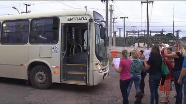 Passageiros de Mandirituba protestam contra preço da tarifa metropolitana - Depois do reajuste, a tarifa em algumas linhas chega a custar R$6,50. Também houve protesto em Fazenda Rio Grande.