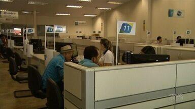 População critica demora e falta de funcionários no Vapt Vupt - Equipes do G1 e TV Anhanguera flagraram tumulto e quedas de sistema. Em alguns casos, servidores não conseguiam dar informações precisas.