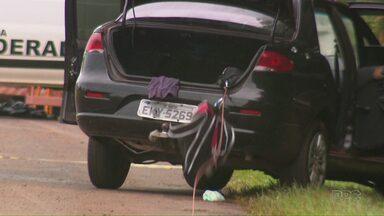 Carro é abandonado com explosivos depois de ser perseguido pela PM na BR-277 - Já é o segundo caso parecido na região nesta semana.
