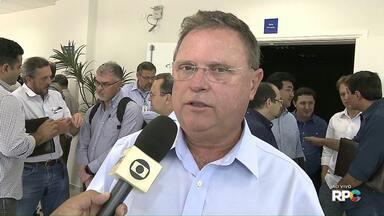 Ministro da agricultura visita empresa em Londrina - Blairo Maggi veio até a Embrapa soja conhecer mais sobre as linhas de pesquisa e outros projetos da empresa.