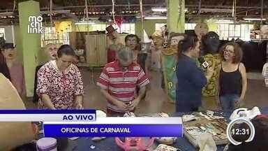 Fundação Cultural de São José tem oficinas com o tema carnaval - Uma das aulas ensina a fazer máscaras de carnaval.