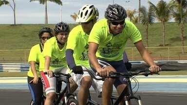 Projeto apresenta o ciclismo para deficientes visuais - Iniciativa tem como intuito proporcionar a prática esportiva