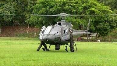 Helicóptero do exército equipado com câmera 'Olha da Águia' faz sobrevoo na Grande Vitória - Dois mil homens das forças armadas estão fazendo o patrulhamento na Grande Vitória.
