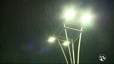 Volta a chuver na noite da quinta-feira (9) em Caruaru, no Agreste - Chuva foi registrada por volta das 21h.