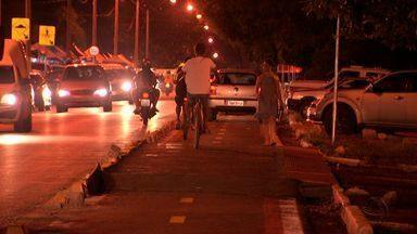 Ciclovia é usada como atalho e estacionamento em Cuiabá - Ciclovia é usada como atalho e estacionamento.