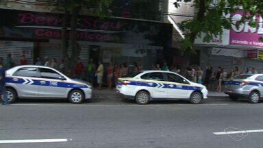 Moradores da Grade Vitória fazem filas em lotéricas para pagar contas no ES - Pela manhã, as filas dobravam o quarteirão.